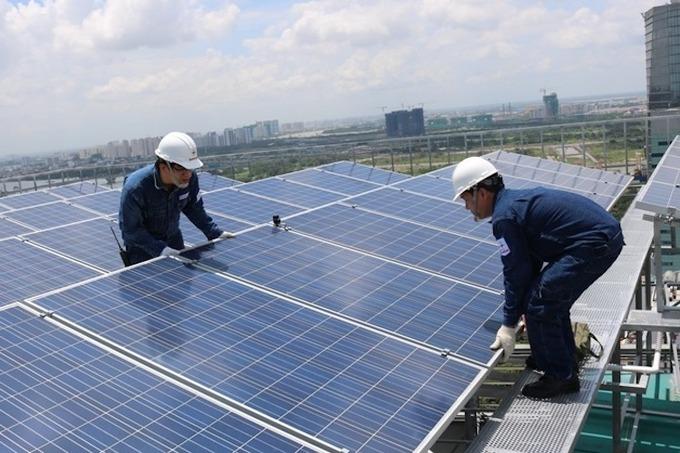 Nhiều trụ sở công ở TP HCM lắp điện mặt trời