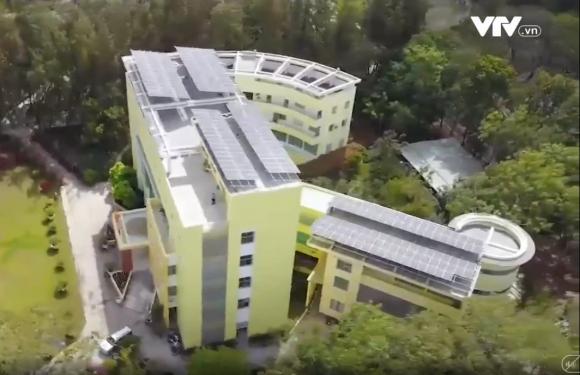 Lắp hệ thống điện mặt trời cho đại học xanh đầu tiên ở miền Tây