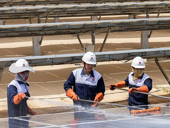Điện mặt trời thắp sáng tương lai năng lượng Việt Nam